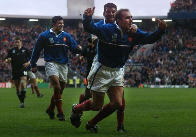 De droite à gauche, Richard Dourthe, Emile Ntamack et Marc Lièvremont, à Twickenham, lors du Mondial 1999.