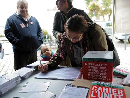 Référendum pour l'unité de la gauche aux régionales, à Anzin (Nord), vendredi 16 octobre.
