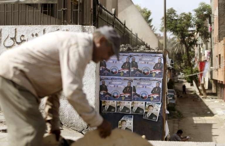 Des affiches électorales à Gizeh en Egypte le 13 octobre 2015.