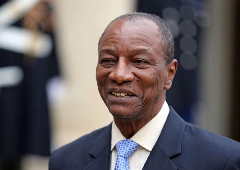 Le chef de l'Etat guinéen, président en exercice de l'Union africaine, Alpha Condé, devant l'Elysée, le 21 novembre 2013.