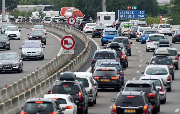 Embouteillages sur l'autoroute A7 le 1er août 2015.