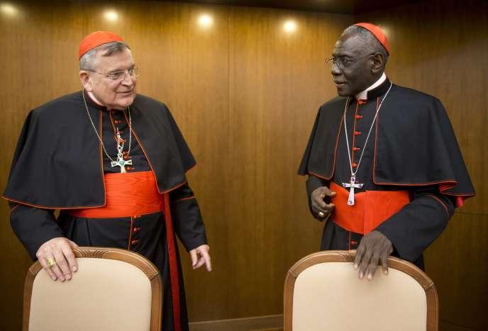 Les cardinaux Leo Burke, à gauche, et Robert Sarah, à Rome le 14 octobre.