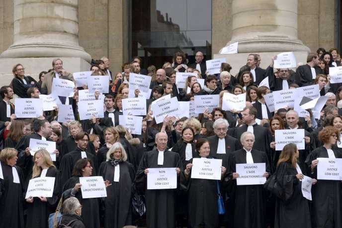 Manifestation d'avocats contre la réforme de l'aide juridictionnelle en octobre 2015 à Paris.