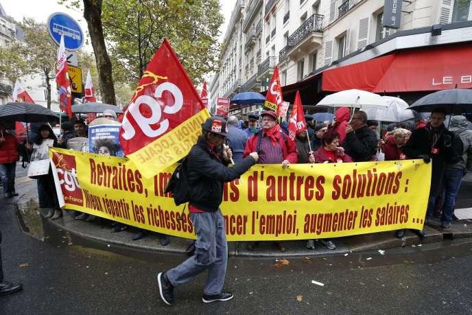 Manifestation de la CGT sur les retraites devant le siège du Medef à Paris, le16octobre2015.
