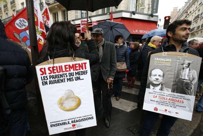 Manifestations de militants CGT devant le siège du Medef durant les négociations sur les retraites complémentaires, le 16 octobre à Paris.