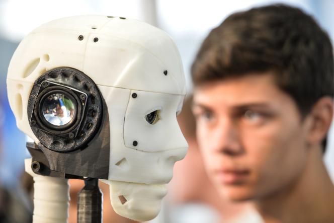 Un robot «InMoov» dans une exposition à l'université La Sapienza, à Rome, le16octobre 2016.