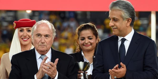 Sepp Blatter et le cheikh Salman le 16 octobre lors de la finale de la Coupe d'Asie, à Sydney.