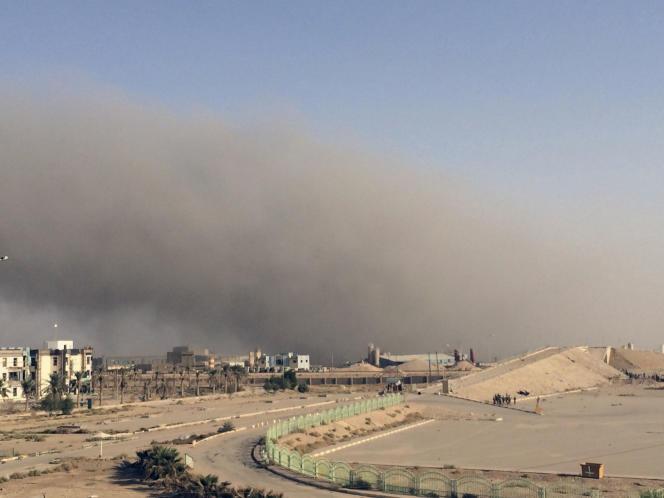 Après une frappe aérienne menée par la coalition internationale contre l'Etat islamique à Ramadi, en Irak, le 16 octobre.