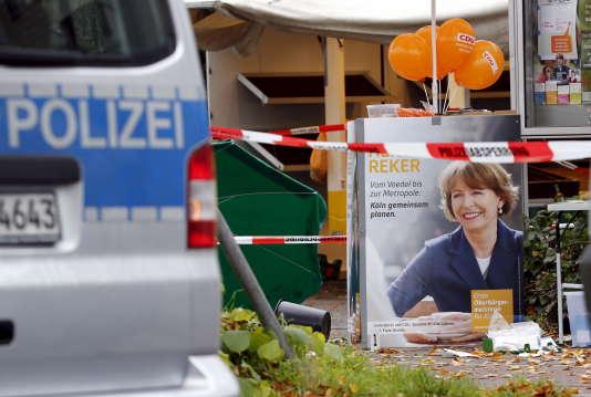 """Henriette Reker, candidate à la mairie de Cologne, a été poignardée le 17 octobre par un homme disant avoir des """"motivations racistes""""."""