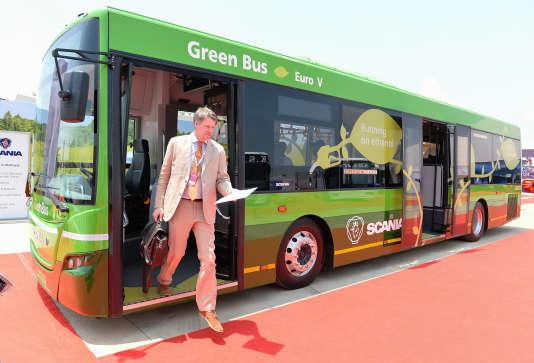 Un bus Scania roulant à l'éthanol.