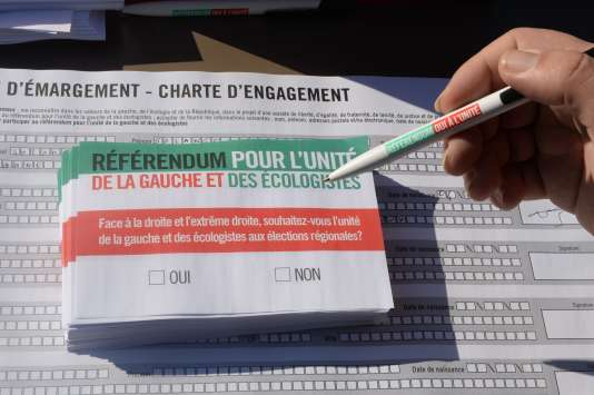 """Des bulletins pour le """"référendum pour l'unité de la gauche et des écologistes"""", le 17 octobre à Bordeaux."""