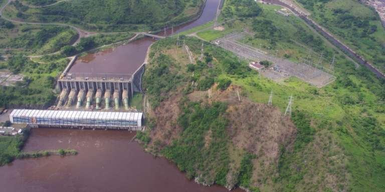Vue aérienne des barrages Inga I et Inga II, sur le fleuve Congo.