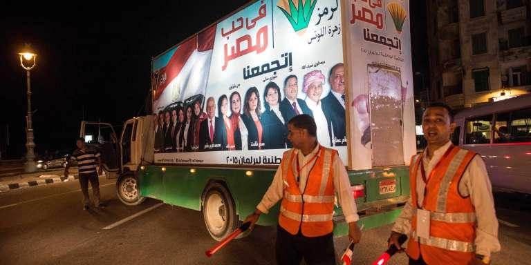 """Un camion électoral de la coalition """"Pour l'amour de l'Egypte"""", le 14 octobre à Alexandrie."""