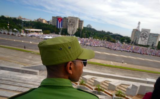 Un soldat cubain à La Havane, peu avant la visite du pape François, le 20 septembre.