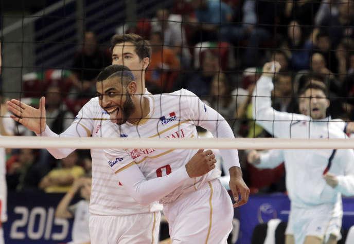 Le Français Earvin Ngapet, à l'issue de l'Euro de volley remporté face à la Slovénie, le 18 octobre à Sofia.