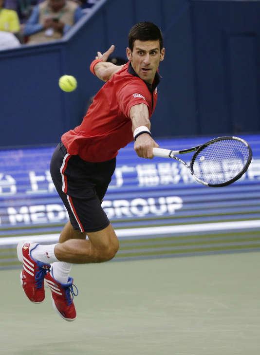 Novak Djokovic remporte pour la troisième fois le Master 1000  de Shanghai, dimanche 18 octobre, face à Jo-Wilfried Tsonga.