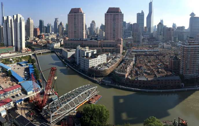 La ville de Shanghai, ici en photo le 18 octobre 2015, pourrait être en partie engloutie par les eaux à cause du réchauffement planétaire.