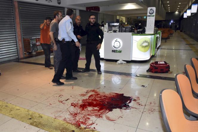 Dans la gare routière de Beersheba dimanche soir après l'attaque d'un Arabe israélien qui a fait un mort et 10 blessés et au cours de laquelle un Erythréen a été tué par erreur par un agent de sécurité.