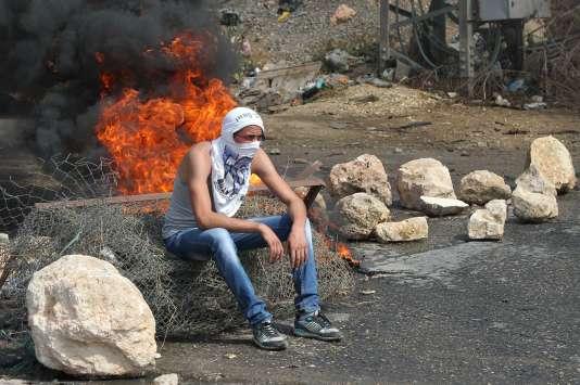 Des affrontements entre Palestiniens et soldats israéliens ont eu lieu près de Hébron, en Cisjordanie, le 23 octobre 2015.