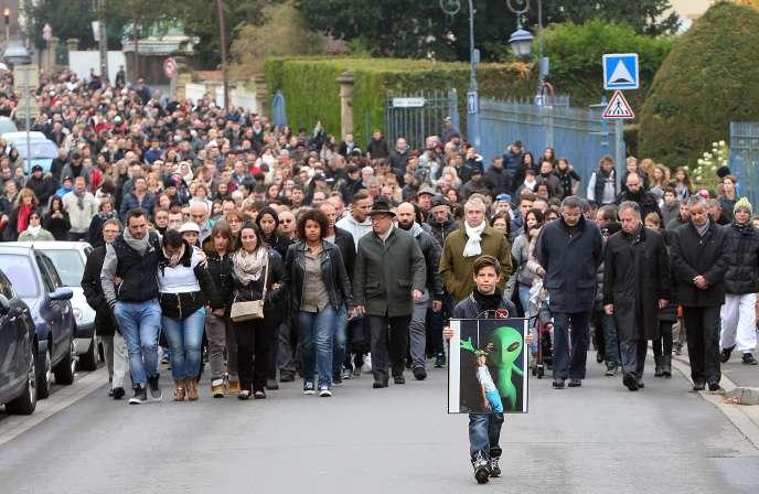 Dimanche 18 octobre, près de 1 700 personnes ont marché en silence à Joeuf en soutien à la famille du jeune garçon.