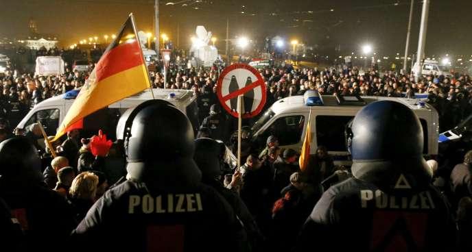 Lors du rassemblement marquant le premier anniversaire du mouvement Pegida, le 19 octobre, à Dresde, en Allemagne.