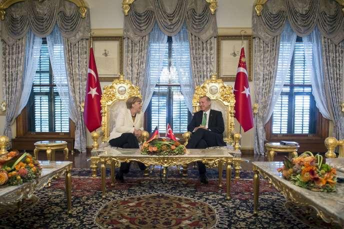 La chancelière allemande, Angela Merkel, et le président turc, Recep Tayyip Erdogan, le 18 octobre à Istanbul.