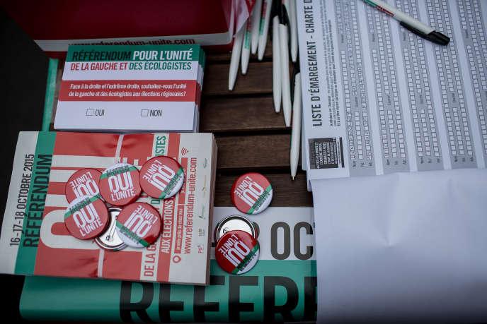 Un stand pour voter au référendum sur l'unité de la gauche à Paris le 17 octobre 2015.