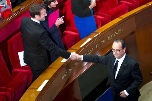 Emmanuel Macron, ministre de l'économie, et François Hollande, président de la République, participent à la 4e Conférence sociale pour l'emploi au Palais d'Iena à Paris.