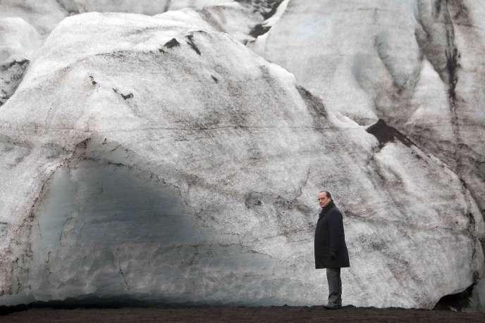 Islande, 16octobre 2015. Le président français constate les effets du réchauffement climatique sur le glacier Solheimajokull.