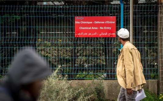 """Deux usines chimiques se trouvent à proximité du camp de la """"Jungle"""" de Calais."""
