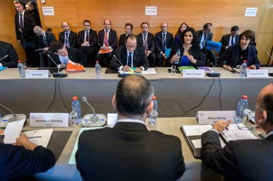 Manuel Valls, Francois Hollande, Myriam El Khomry et Marisol Touraine face à Laurent Berger et Pierre Gattaz le 19 octobre.