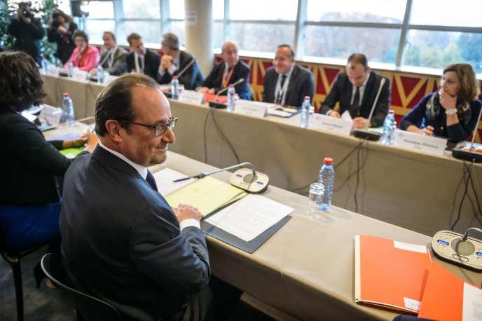 Le président François Hollande, ouvrant la Conférence sociale, le 19 octobre 2015. AFP PHOTO / POOL / CHRISTOPHE PETIT TESSON