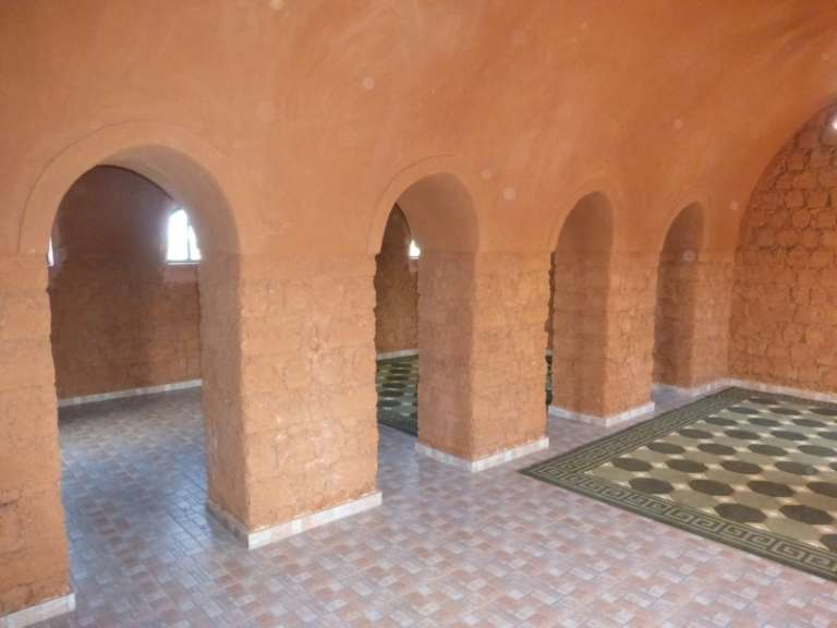 L'intérieur de la salle de prière de Cambérène, aux environs de Dakar.