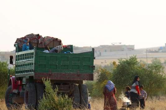 Trente-cinq mille personnes ont été déplacées par les combats de ces derniers jours près de la grande ville d'Alep, dans le nord-ouest de la Syrie, a rapporté lundi 19 octobre le Bureau de la coordination des affaires humanitaires des Nations unies (OCHA).
