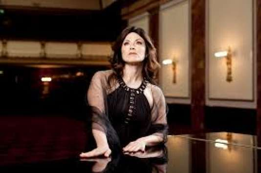 """La mezzo-soprano italienne Anna Caterina Antonacci dans le rôle-titre de """"Pénélope"""" de Gabriel Fauré dans une mise en scène d'Olivier Py."""