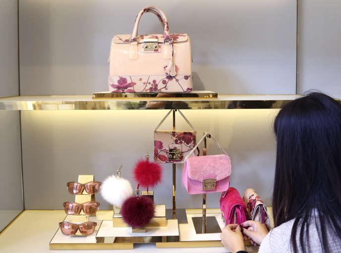 6f8562c7b3e3 Comment devient-on vendeur dans un magasin de luxe