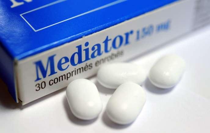 Utilisé par cinq millions de personnes en France, le Mediator, retiré du marché en 2009, est à l'origine de graves lésions des valves cardiaques et pourrait être responsable à long terme de 2.100 décès, selon une expertise judiciaire.