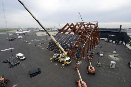 Les installations en cours sur le futur site de la COP21, au Bourget, au nord de Paris, le 12 octobre.