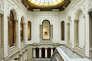 Vue de l'escalier intérieur de la Casa Garriga Nogués dans laquelle s'est installée la Fondation Mapfre, à Barcelone.