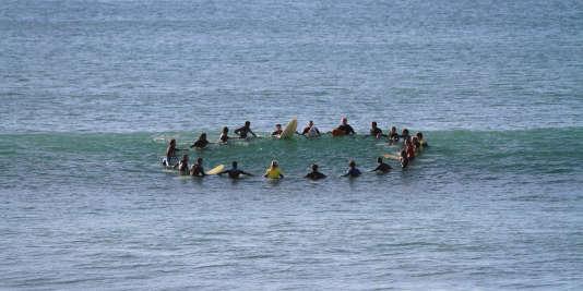 Les surfeurs de l'association Surfing 4 Peace à Anglet.