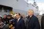 Jean-Marc Ayrault avec François Hollande lors de la visite du navire de classe Mistral  aux chantiers navals de Saint-Nazaire (Loire-Atlantique) le 13 octobre 2015.