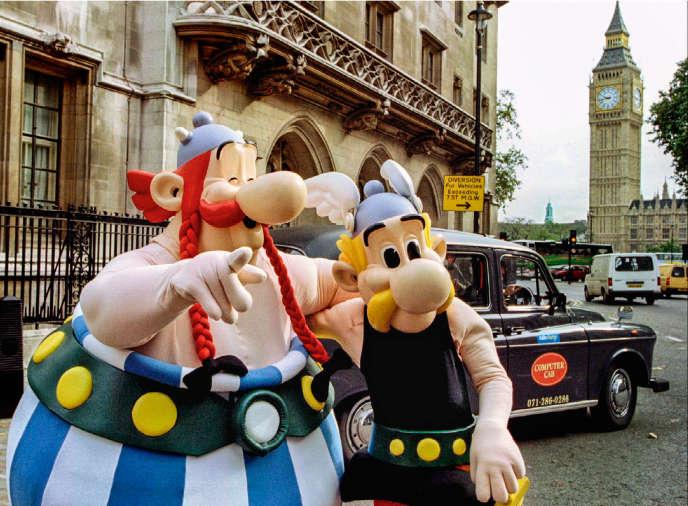 Parade d'Astérix et Obélix à Londres, le 16 septembre 1994, pour le 25e anniversaire de la première traduction anglaise de la bande dessinée.