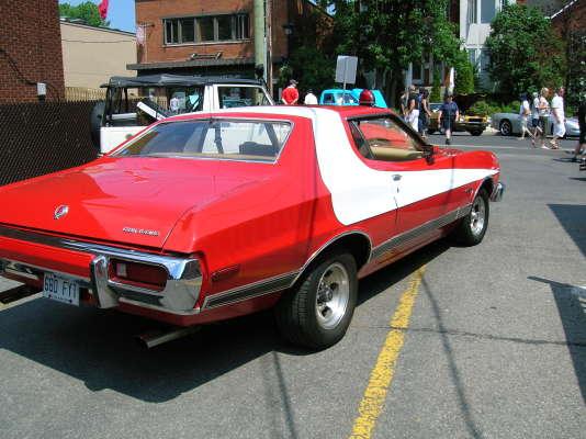 La Gran Torino de Starsky et Hutch, reconnaissable à sa bande blanche.