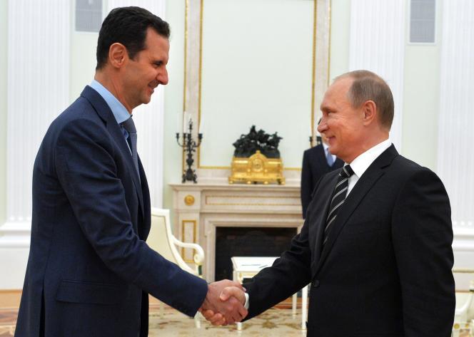 Le président syrien, Bachar Al-Assad, et son homologue russe, Vladimir Poutine, le 20octobre 2015 à Moscou.