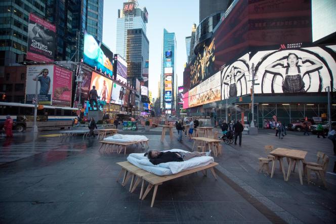 L'installation de Laurent Boijeot et Sébastien Renauld à Times Square à New York.