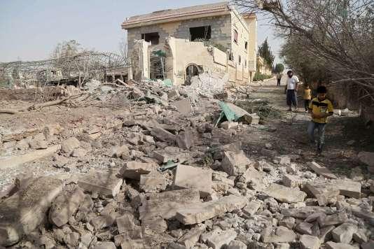 Un site touché par une frappe russe présumée près d'Alep le 21 octobre 2015.