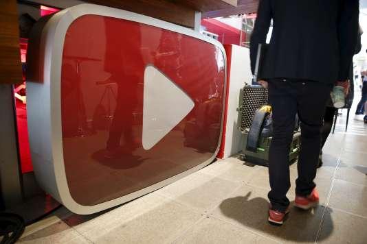YouTube crée le statut de« YouTube heroes» pour ses utilisateurs les plus impliqués.