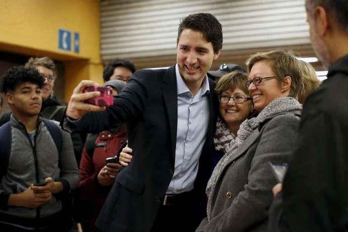 Justin Trudeau, dans une station de métro de Montréal, le 20 octobre 2015, après la victoire du Parti libéral aux législatives.