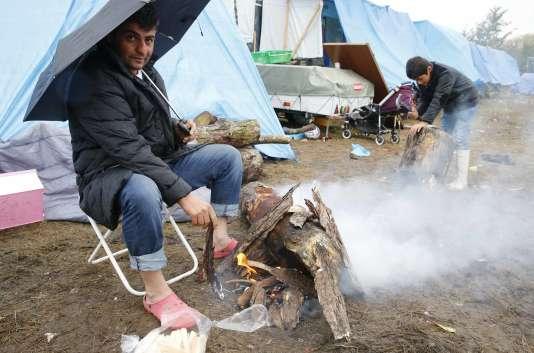 Dans un camp à Calais.