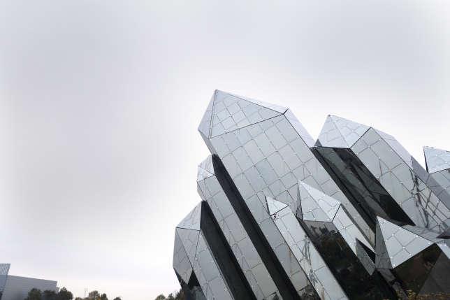 Le célèbre cristal du Futuroscope abrite un écran géant.